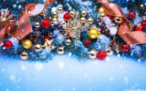 christmas_trees_decorated_in_red_and_gold-wallpaper-1440x900